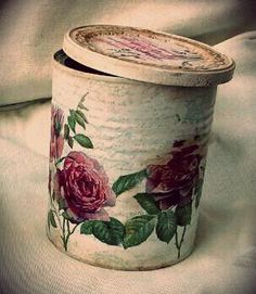 Beautiful Vintage Upcycled Tin Can Holder for Craft Supplie Decoupage Tins, Decoupage Vintage, Vintage Crafts, Upcycled Vintage, Shabby Vintage, Shabby Chic, Tin Can Crafts, Jar Crafts, Bottle Crafts