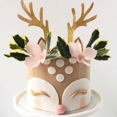 Super Cute Reindeer Cake To create uncommon design from the common themes is what makes your Christmas cake unique. Here are some outstanding christmas cake ideas for you! Christmas Cake Decorations, Holiday Cakes, Christmas Desserts, Christmas Baking, Christmas Birthday Cake, Cute Birthday Cakes, Amazing Birthday Cakes, Chrismas Cake, Animal Birthday Cakes