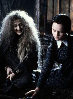 Christina Ricci in The Addams Family Merlina and Grandma Addams Family Costumes, Family Halloween Costumes, Halloween Kostüm, Halloween Cosplay, Wednesday Addams, Movie Photo, Movie Tv, Addams Family Values, Charles Addams