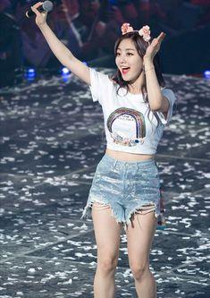 Jihyo Kpop Girl Groups, Korean Girl Groups, Kpop Girls, Pretty Korean Girls, South Korean Girls, China Fashion, Fashion Beauty, Leader Twice, Work Hard In Silence