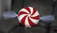 Peppermint Candy Pillow- Just learning how to crochet. I want to learn how to do this...