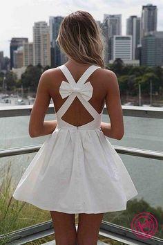 Белое платье с открытой спиной
