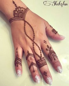 Beautiful henna design for any occasion! Beautiful henna design for any occasion! Cute Henna Designs, Henna Tattoo Designs Simple, Finger Henna Designs, Mehndi Designs For Fingers, Beautiful Henna Designs, Easy Henna Hand Designs, Tattoo Simple, Mehandi Designs Easy, Beginner Henna Designs
