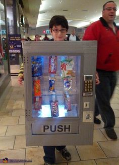 Vending Machine Costume - Halloween Costume Contest via Diy Halloween, Punny Halloween Costumes, Halloween Costume Contest, Boy Costumes, Family Costumes, Costume Ideas, Zombie Costumes, Halloween Couples, Funny Costumes