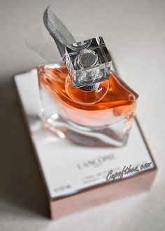 d62dbdb36 We Rank the 10 Most Popular Women's Fragrances of 2019 | Perfume ...