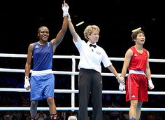 London 2012 - Nicola Adams pleases the local British fans by winning the first Olympic medal ever offered to a woman boxer, in the flyweight division over China's Ren Cancan. Olympic Medals, Olympic Games, Team Gb 2012, Gold Medal Winners, Sports Women, Female Sports, 2012 Summer Olympics, Women Boxing, Olympic Athletes