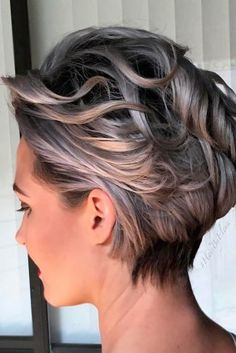 Love the color Silvery Blonde Wavy Pixie Bob Short Grey Hair, Short Hair With Layers, Girl Short Hair, Short Hair Cuts, Stylish Short Haircuts, Grey Haircuts, Longer Pixie Haircut, Messy Haircut, Wavy Hair