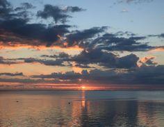 Ein letzter Sonnenuntergang #taipan_mauritius #mauritius Mauritius, Hotels, Strand, Celestial, Outdoor, Tropical Paradise, Ocean, Sunset, Island
