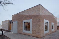 DM: entrada esquina  Gallery of Norrtälje Mortuary / LINK arkitektur - 1