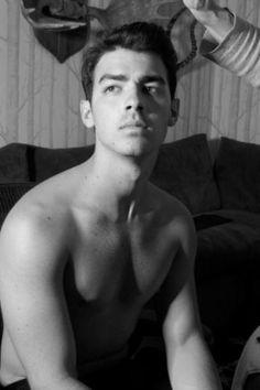 Joe Jonas shirtless.. AHHH.