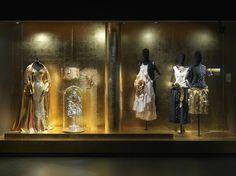 GOLD theme - Dries Van Noten Inspirations @ MoMu Fashion Museum Antwerp / (c) Koen de Waal