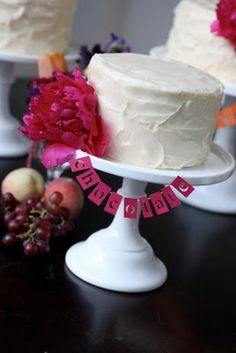 Cake with cute pink garland.