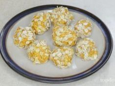 A lot of dogs prefer soft treats over crunchy biscuits. This soft dog treats recipe is made with pumpkin, peanut butter and other nutritious ingredients. Soft Dog Treats, Homemade Dog Treats, Healthy Dog Treats, Best Dog Food, Dry Dog Food, Dog Treat Recipes, Baby Food Recipes, Diet Recipes, Onion Recipes