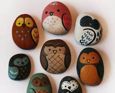 Owl rocks - so cute! link to crafting post with lots of gorgeous rock painting ideas <3