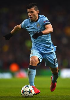 Sergio Aguero of Manchester City runs with the ball during the UEFA Champions League Round of 16 match between Manchester City and Barcelona at Etihad Stadium on February 2015 in Manchester, United Kingdom. Best Football Players, Sport Football, Soccer Players, Manchester City, Manchester United, Sergio Aguero, Zen, Kun Aguero, Argentina National Team