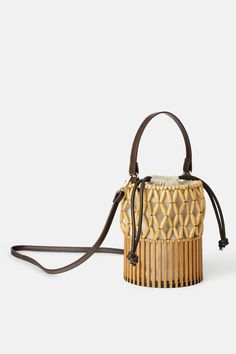 ZARA - Female - Mini basket bag with natural pieces - Beige - M Leather Mules, Leather Bag, Zara Mini, Bamboo Basket, Animal Print Swimsuit, Basket Bag, Summer Bags, Crochet Bags, Handbags