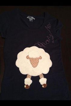 Camiseta, ovejita peluche personalizada. De Laura Rodríguez Benito