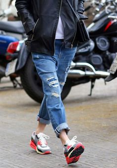 distressed denim + Nike Air Max 90 = right on Nike Outfits, Casual Outfits, Casual Jeans, Denim Fashion, Sneakers Fashion, Womens Fashion, Nike Sneakers, Denim Sneakers, Fashion Shoes