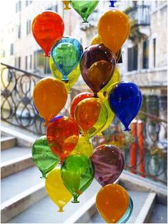 Glass balloons in Murano, one of the Venice Islands. Art Of Glass, Stained Glass Art, Fused Glass, Glass Artwork, Collage Kunst, L'art Du Vitrail, Hand Blown Glass, Colored Glass, Creative