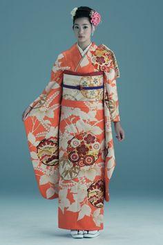 振袖表地・花襲/702 - 曜 振袖『購入プラン』 八王子市の荒井呉服店。着物全般を扱い、振袖のレンタルやクリーニングなども行っております。 Japanese Costume, Japanese Kimono, Traditional Kimono, Traditional Outfits, Japanese Characters, Japanese Outfits, Yukata, Ethnic Fashion, Costumes For Women