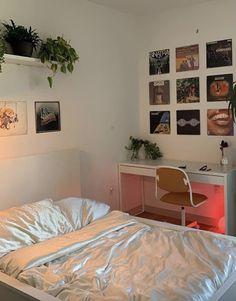 Room Design Bedroom, Room Ideas Bedroom, Bedroom Decor, Bedroom Inspo, Study Room Decor, Pastel Room, Indie Room, Minimalist Room, Aesthetic Room Decor