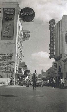 Calle Zaragoza en Monterrey, México en el año 1952.