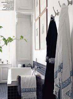 Marianne Brandi and Keld Mikkelsen / Emma Persson Lagerberg / Petra Bindel via Elle Interior {gray and white bathroom} | Flickr - Photo Sharing!