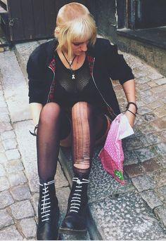 Chelsea cut on hot skin girl- Chelsea cut on hot skin girl Skinhead Reggae, Skinhead Girl, Skinhead Fashion, Skinhead Style, Chelsea Cut, Chelsea Girls, Rebel Fashion, Punk Fashion, Reggae Style
