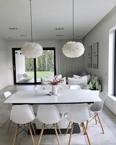 How gorgeous is the dining space of @me_and_design Eos Light Shade available in our sale. Good night all ✨ . #diningroom…