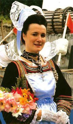 Pays de l'Aven, costumes de Pont-Aven / Riec-sur-Belon