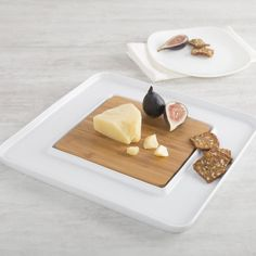 The large Aurora Serve Plate with Bamboo Insert is a stylish way to present charcuterie, antipasto, cheese or fruit and vegetables. The removable bamboo cutting surface makes it easy to cut and serve meat and cheese selection then surround those selections with your favourite breads, crackers or condiments.