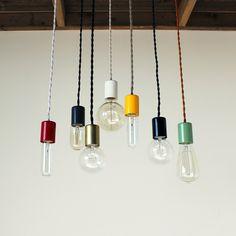 Une série de luminaires et lampes signée du studio Onefortythree.