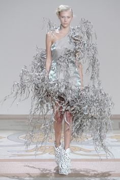Iris van Herpen Fall Couture 2013 - Slideshow - Runway, Fashion Week, Reviews and Slideshows - WWD.com