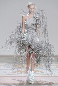Iris van Herpen Fall Couture 2013 - Slideshow - Runway, Fashion Week, Reviews and Slideshows - WWD.com