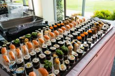 Sushi station for a client conference Tapas, Sushi Love, Buffet, Festa Party, Sushi Rolls, Foods To Eat, Sashimi, Catering, Yummy Food