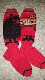 Arjen pieniä onnen hetkiä: Pikkumyy-haisuli villasukat Crochet Socks, Knitted Slippers, Knit Mittens, Diy Crochet, Knitting Socks, Tove Jansson, Moomin, Dobby, Winter Hats