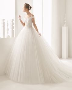 Long chiffon and beaded lace wedding gown. Rosa Clará 2017 Collection.