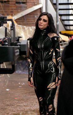 "thorodinson: ""Cate Blanchett & Tessa Thompson behind the scenes of ""Thor: Ragnarok"" "" Marvel Women, Marvel Girls, Marvel Heroes, Marvel Characters, Marvel Movies, Marvel Dc, Marvel Hela, Hela Thor, Thor Ragnarok Hela"