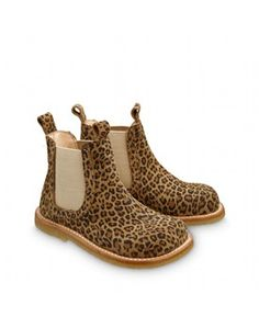 Angulus leopard - Lilly is Love Little Girl Shoes, Kid Shoes, Sock Shoes, Girls Shoes, Me Too Shoes, Kids Fashion Blog, Boy Fashion, Fashion Shoes, Twin Baby Girls