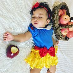 My baby girl Snow White.  #snowwhite #babyphotoshoot #babyphotoideas