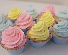 Fofurices do tema chuva de amor @jennysobrinho #festachuvadeamor #festachuvadebencaos #chuvadeamor #chuvadebencaos #chuvadeamorparty #cupcakes #cupcake #cupcakechantininho