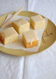 Limoncello sheet cake / Bolo de limoncello by Patricia Scarpin, via Flickr : http://technicolorkitcheninenglish.blogspot.com/2013/04/limoncello-sheet-cake.html