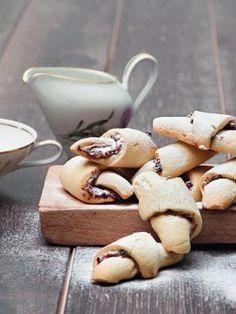 Μαλακά μπισκότα από καρύδα - Στέλιος Παρλιάρος Cookie Desserts, Fun Desserts, Cookie Time, Special Recipes, Greek Recipes, Pretzel Bites, Cake Cookies, Biscotti, Cake Recipes