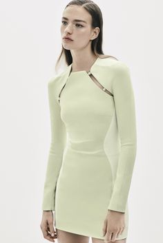 Mugler Resort 2016 Fashion Show Collection: See the complete Mugler Resort 2016 collection. Look 14 Fashion Mode, Fashion Week, Runway Fashion, High Fashion, Fashion Show, Fashion Trends, Fashion Details, Fashion Design, Inspiration Mode