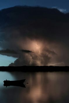 There's something magical about an oncoming storm. The ominous rumble of thunder, the lightning dancing across the sky, and the eerie calm. The power of nature is inspiring. Storm Clouds, Sky And Clouds, Tsunami, Wild Weather, Natural Phenomena, Beautiful Sky, Science And Nature, Nature Photos, Amazing Nature