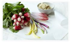 Crudités with Cannellini Bean Hummus Recipe Raw Food Recipes, Snack Recipes, Picnic Recipes, Good Food, Yummy Food, Delicious Sandwiches, Picnic Foods, Dessert, Summer Recipes
