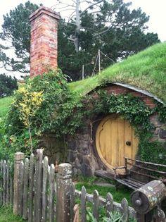 I want a hobbit home! :)