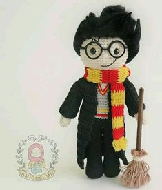 would like to remember Hogwarts with this little guy again . Who would like to remember Hogwarts with this little guy again .,Who would like to remember Hogwarts with this little guy again . Amigurumi Tutorial, Crochet Patterns Amigurumi, Crochet Toys, Free Crochet, Harry Potter Crochet, Dobby Harry Potter, Pet Toys, Baby Toys, Hogwarts