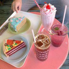 Dessert Drinks, Dessert Recipes, Kawaii Dessert, Cute Desserts, Cafe Food, Pretty Cakes, Aesthetic Food, Food Cravings, Food Pictures