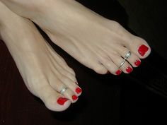 These are the most beautiful feet ever!  I gotta get me some rings for summer .  Cute !